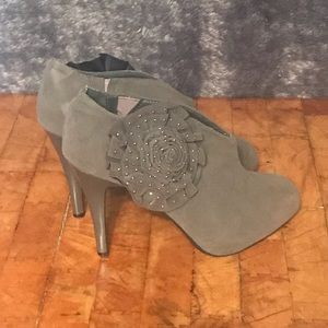 Anne Michelle Grey Suede Ankle Boot 8.5